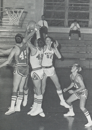 LARRY WORD AND LUTHER STRANGE WORK FOR THE REBOUND.(Click to enlarge.)
