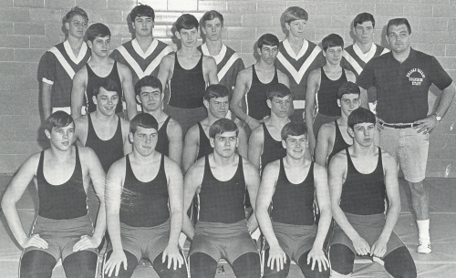 SHADES VALLEY HIGH SCHOOL MOUNTIES WRESTLING TEAM.(Click to enlarge.)
